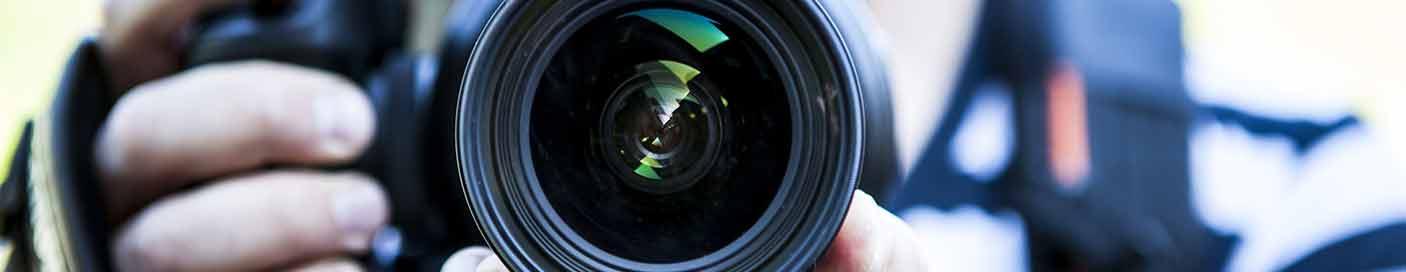 tournage d'un film d'entreprise avec un appareil photo reflex pour un rendu cinéma